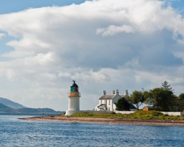 Ardgour_Lighthouse,_Lochaber,_Scotland,_Sept._2010_-_Flickr_-_PhillipC