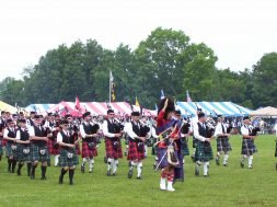 Glasgow_Highland_Games_Massed_Bands_2008