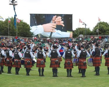 Simon_Fraser_University_Pipe_Band_(9541735188)